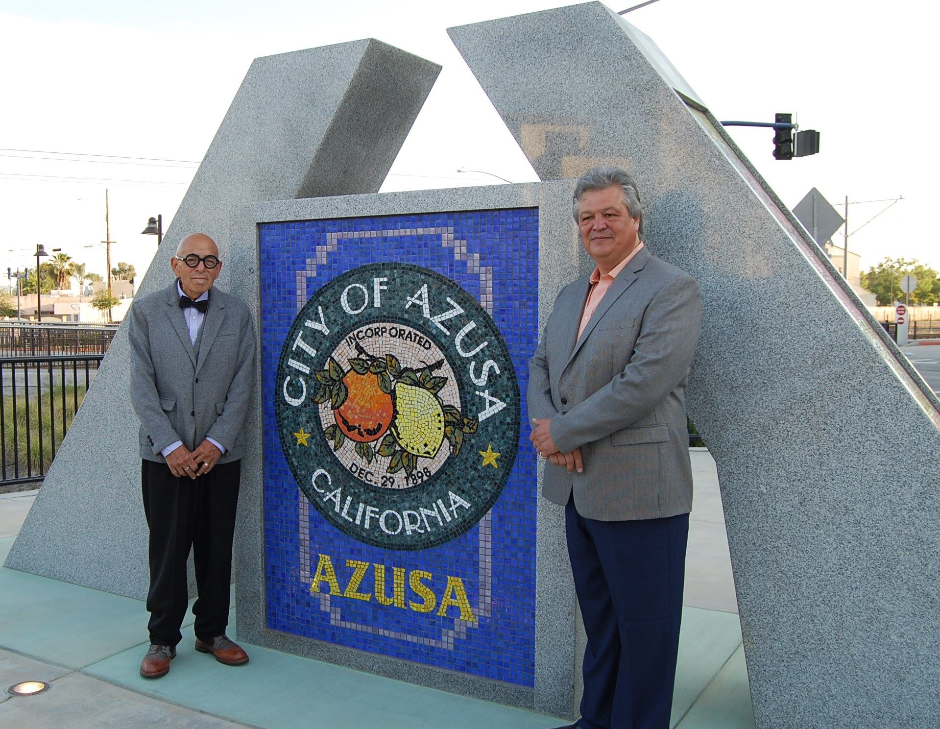 Azusa A Artist with Mayor Rocha